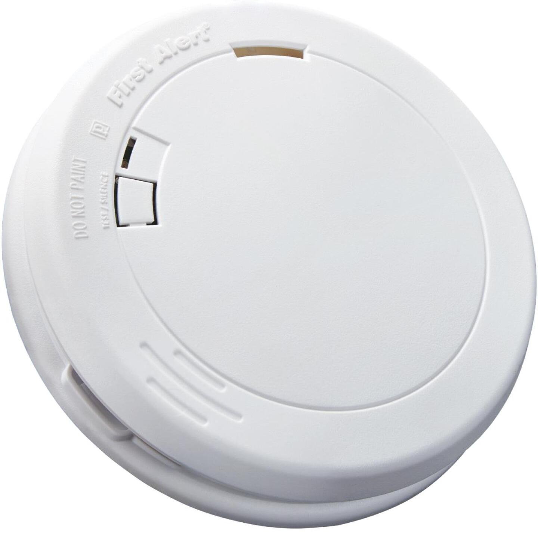 First Alert 10-Year Sealed Battery Photoelectric Slim Round Smoke Alarm Image 1
